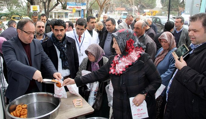 Hastane çalışanları Mehmetçik için lokma döktürdü