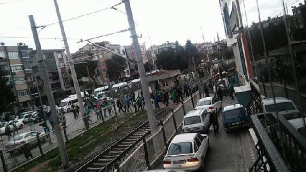Teleset Mobilya Akhisarspor ve Bursaspor taraftarı birbirine girdi haberinin fotoğrafı