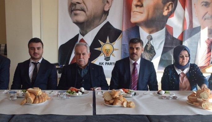 AK Parti Milletvekili Berber, Alaşehir'de partililerle buluştu