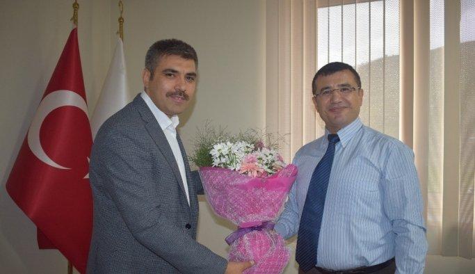 """AK Parti'li Ertürk: """"Sağlık çalışanları hizmette sınır tanımıyor"""""""
