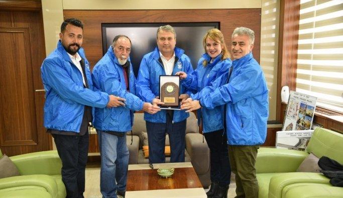 Doğaseverlerden Başkan Çerçi'ye plaket