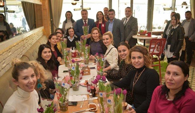 Mehmet Çerçi'den kadınlara 8 mart jesti