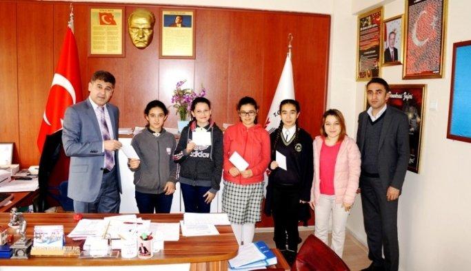 Sarıgöllü öğrenciler Mehmetçiğe mektup yazdı