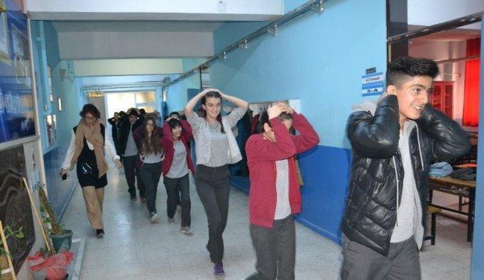 Saruhanlı'da okulda deprem ve yangın tatbikatı
