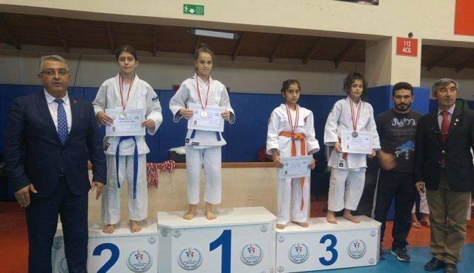 Yunusemreli judocular Burdur'dan derecelerle döndü