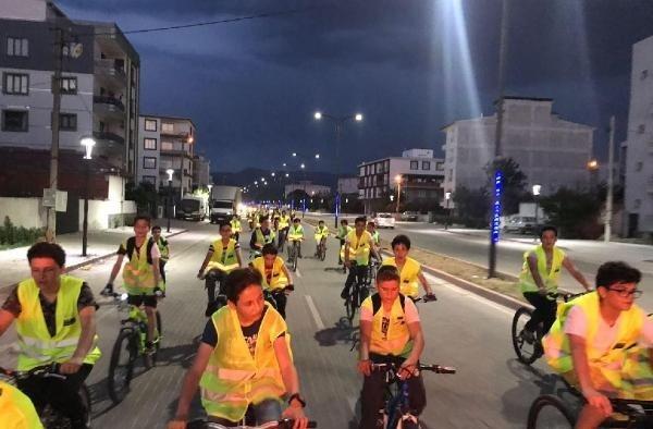 Akhisar'da gece bisiklet turları başladı