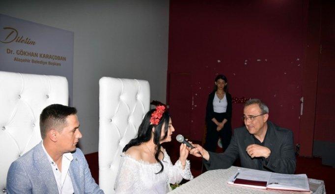 Başkan Karaçoban genç çiftlerin mutluluğuna ortak oldu