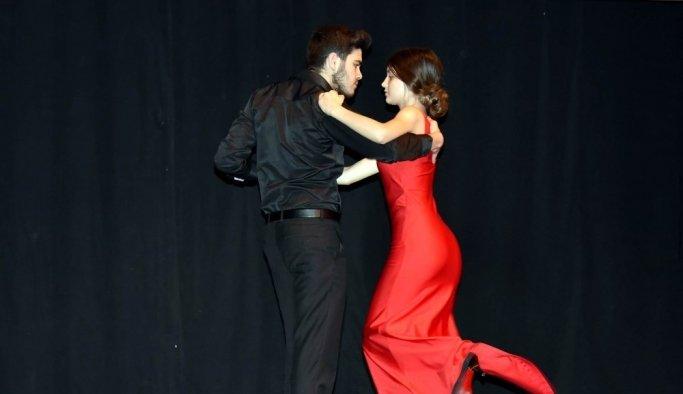Dünya Dans Günü'nde 'barış' için dans ettiler