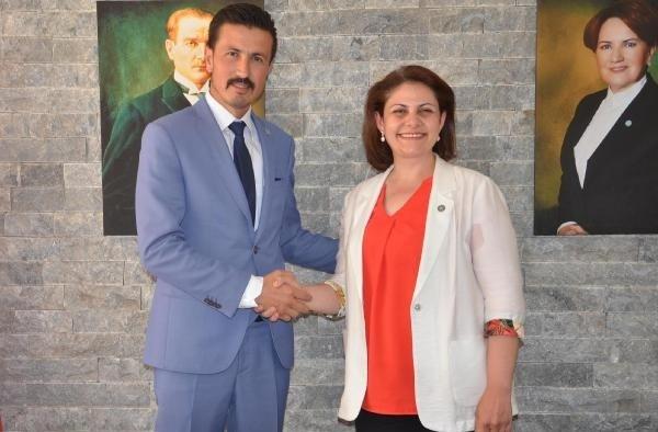 İYİ Parti Akhisar İlçe Başkanı Aslı Öz, adaylık için istifa etti