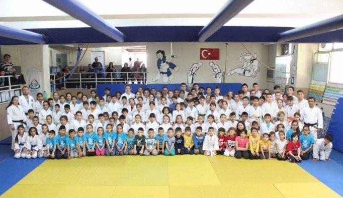Salihli'de judocular kemer atladı
