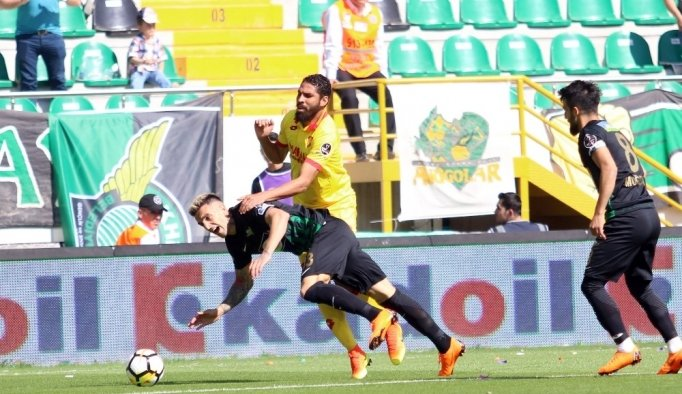 Spor Toto Süper Lig: T. M. Akhisarspor: 1 - Göztepe: 1 (İlk yarı)