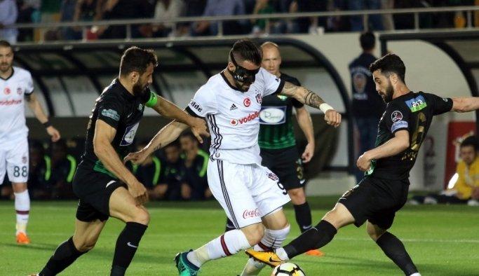 Spor Toto Süper Lig: T.M. Akhisarspor: 0 - Beşiktaş: 2 (İlk yarı)