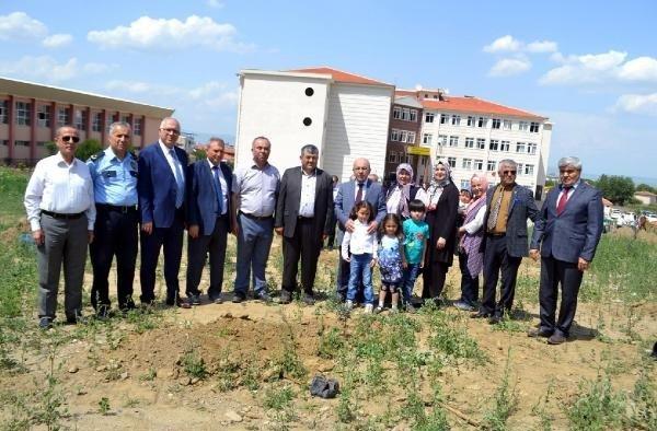 Afrin şehitlerini anısına 250 zeytin fidanı diktirdiler
