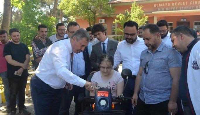 AK Parti'li Özdağ engelli vatandaşların yüzünü güldürdü
