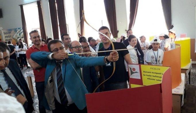 Alaşehir'de TÜBİTAK 4006 Bilim Fuarı açıldı