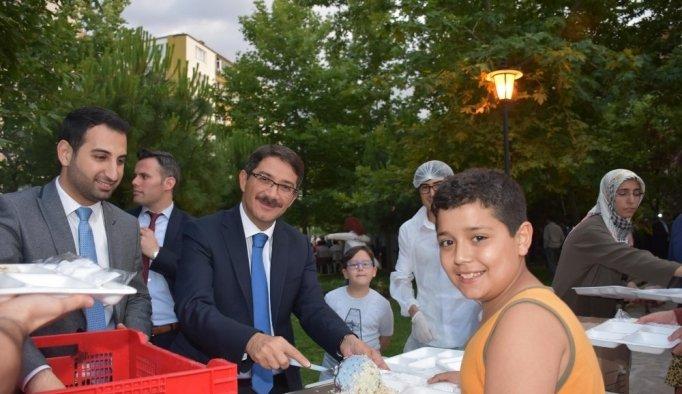Başkan Çelik vatandaşlarla iftarda buluştu