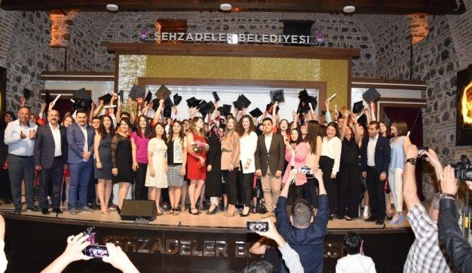 Bireyli öğrenciler mezuniyet sevinci yaşadı