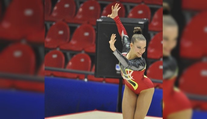 Cimnastiğin altın kızı Onbaşı'ndan bir madalya daha