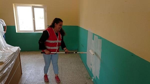 Köy okulunu üniversiteliler boyadı