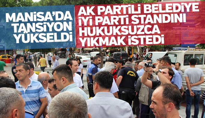Manisa'da tansiyon yükseldi AK Partili Belediye İYİ Parti standını hukuksuzca yıkmak istedi