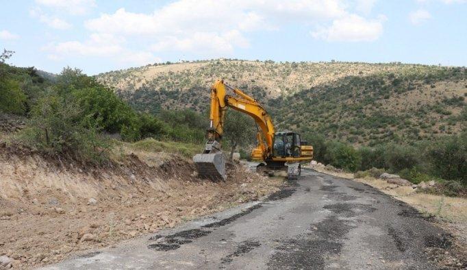 Manisa'da yol genişletme ve asfaltlama çalışması
