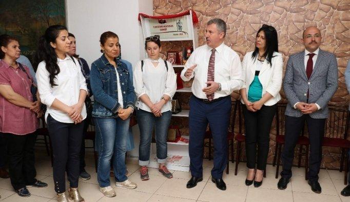 Mesir kokulu mum üreten kadınlara sertifika