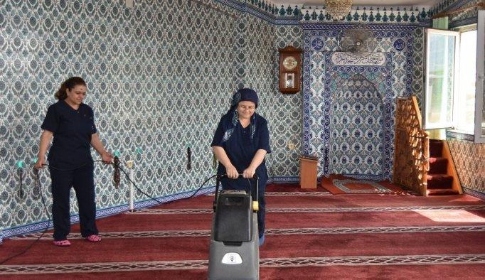 Salihli'de camiler bayrama hazırlanıyor