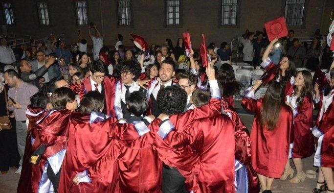 Şehzadeler Gediz Anadolu Lisesinden gururla mezun oldular