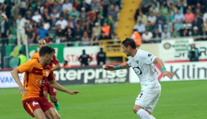 Spor Toto Süper Lig: T. M. Akhisarspor: 0 - Galatasaray: 2 (İlk yarı)