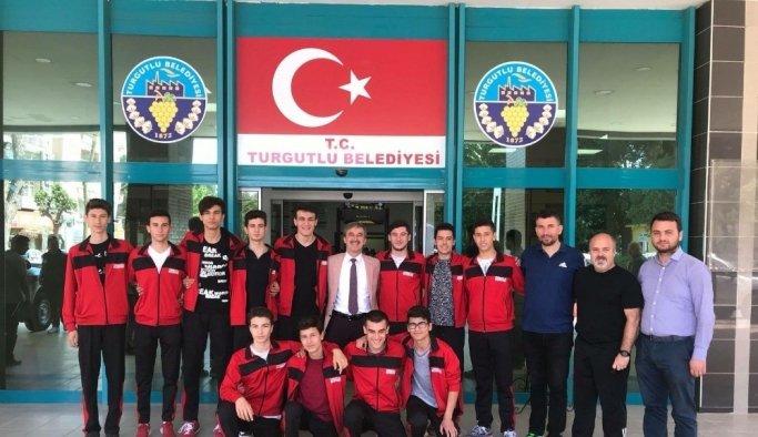 Voleybolda Turgutlu Belediyespor fırtınası ediyor