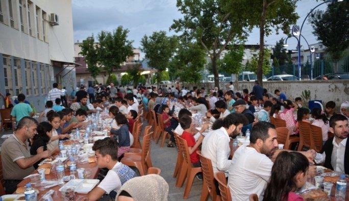 Yunusemre'nin iftar sofrası Fevzi Çakmak'ta kuruldu
