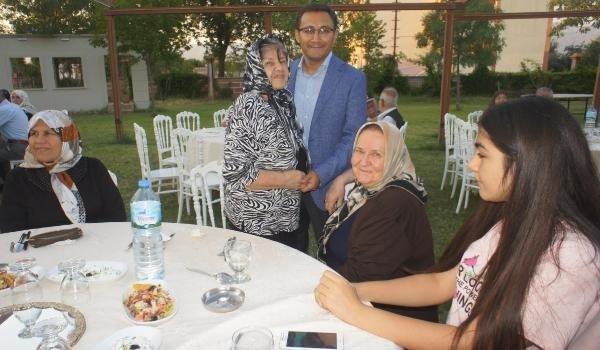 Alaşehir'de gaziler ile şehit ve gazi yakınlarına yemek