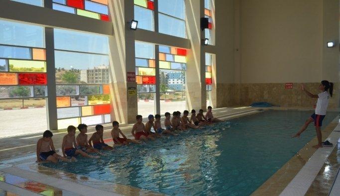 Başkan Şirin'den çocuklara havuz jesti