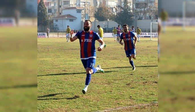 Salihli Belediyespor gol kralını renklerine bağladı