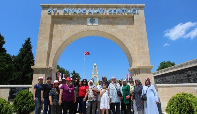 Saruhanlı Belediyesi Nuriyeli kadınları Çanakkale'ye götürdü