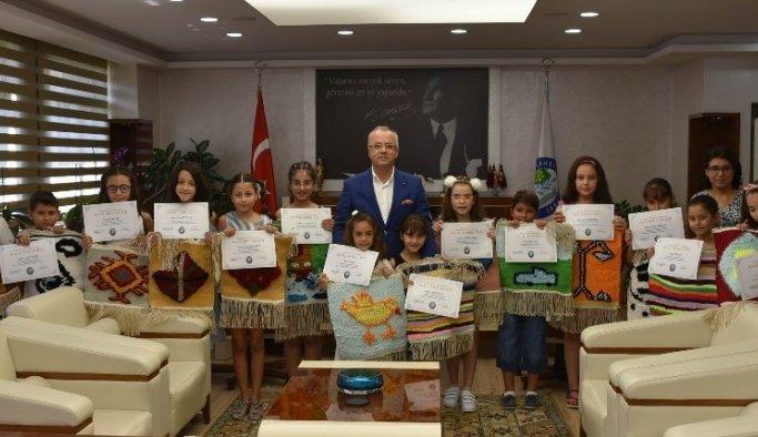 Minikler belgelerini Başkan Kayda'dan aldı