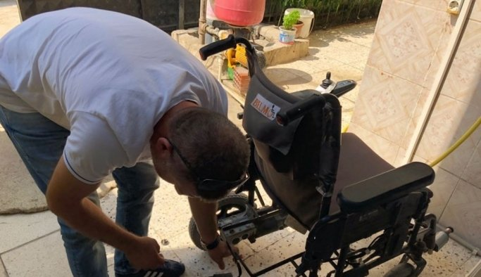 Yunusemre Belediyesinden engelli vatandaşlara tekerlekli sandalye