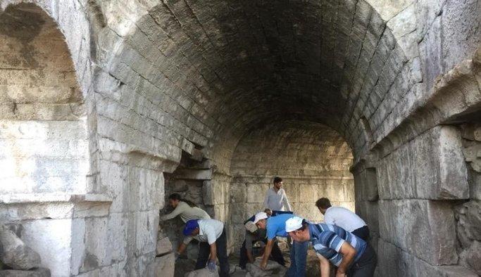 Aigai'de bulunan 2 bin 200 yıllık yapı hayranlık uyandırdı