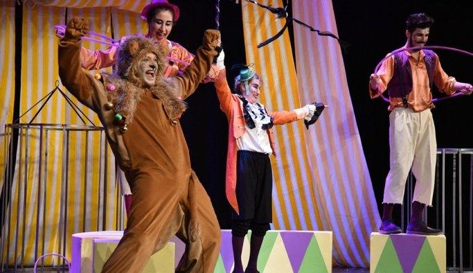 Çocuklar 'Şarlo sirkte' oyunu ile eğlendi