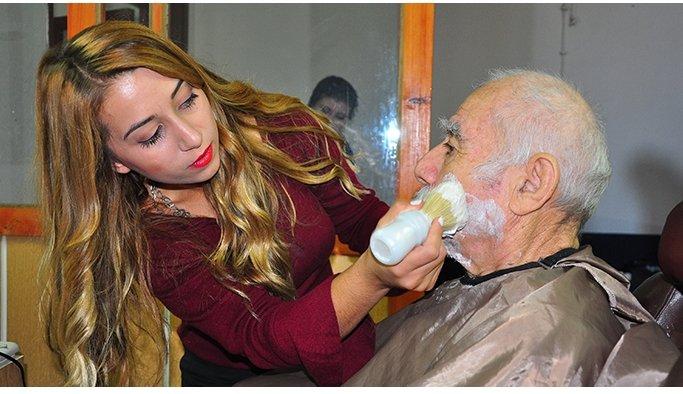 Gönüllü kuaförlerden yaşlılara sihirli dokunuş