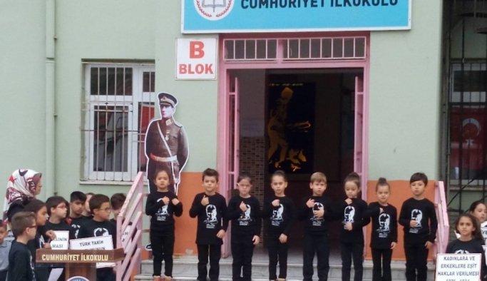 Anaokullu miniklerden işaret diliyle 10 Kasım şarkısı