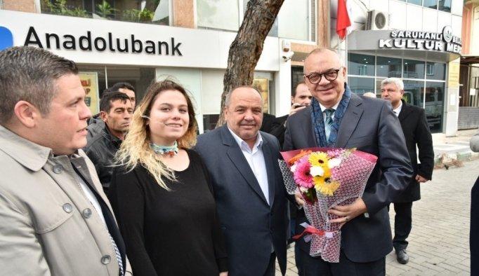 Başkan Ergün Saruhanlı'da çiçekle karşılandı