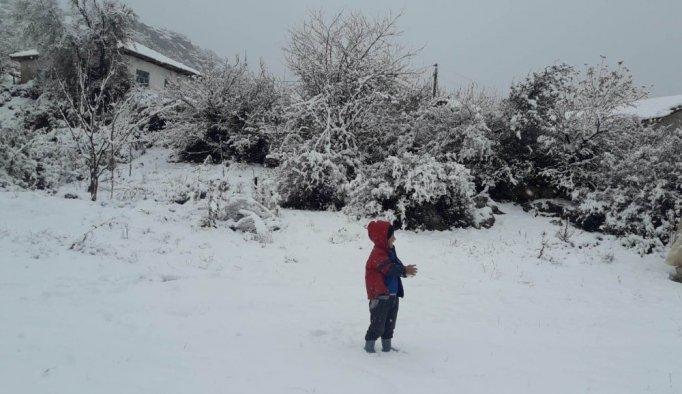 Manisa'nın yüksek kesimlerinde kar yağışı etkili oluyor