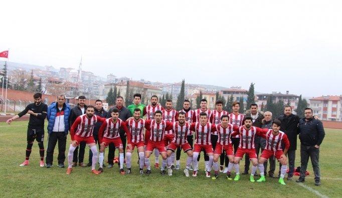 10 kişi kalan Kulaspor, Salihli Poyrazdamlarıspor'a gol yağdırdı