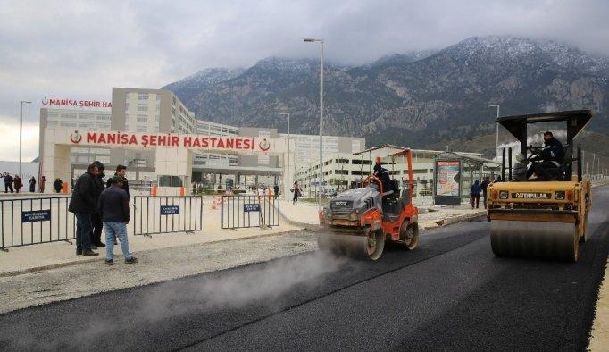 Manisa Şehir Hastanesi'nde asfalt uygulamasına başlanıldı
