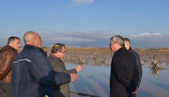 Vali Deniz, yağmurdan etkilenen mahalle ve tarım arazilerini inceledi