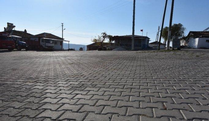 Yunusemre Belediyesinden Karaveliler'e önemli hizmet