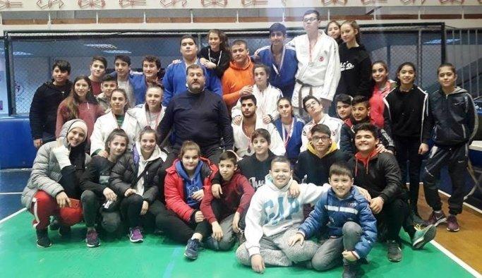 Yunusemreli judoculardan 13 derece birden