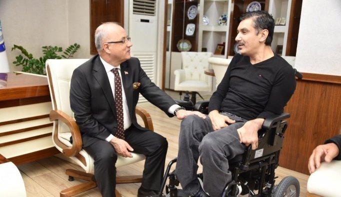 Alirıza'nın yeni akülü sandalye mutluluğu