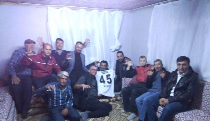 Beşiktaşlılardan Alirıza'ya forma sürprizi